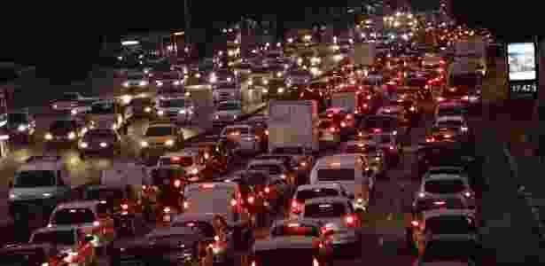 Trânsito intenso na avenida Tiradentes, próximo a Estação da Luz da CPTM, sentido Marginal Tietê, em São Paulo (SP) - Renato S. Cerqueira/Futura Press/Estadão Conteúdo