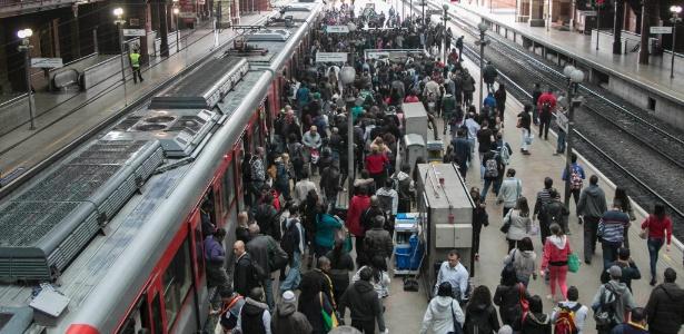 Apenas os trens da linha 11-coral circulam na estação da Luz - Taba Benedicto/Agência O Dia/Estadão Conteúdo
