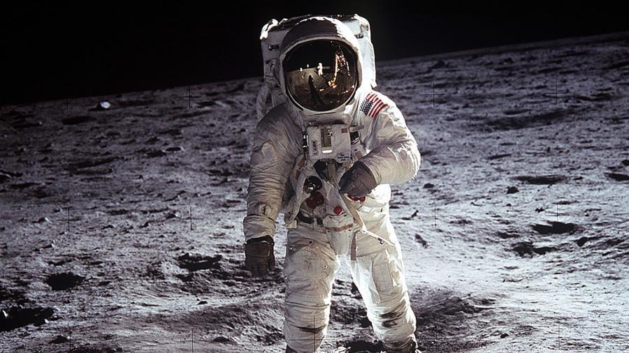 A missão Apollo (foto) levou, em 1969, dois astronautas à Lua. Em 2024, um homem e uma mulher pisarão o solo lunar - Nasa