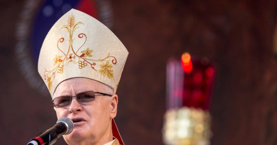 4.jun.2015 - O cardeal da Arquidiocese de São Paulo, Dom Odilo Scherer, celebra missa de Corpus Christi na praça da Sé, no centro de São Paulo, na manhã desta quinta-feira (4)