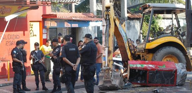 Bandidos usam retroescavadeira para roubar caixa eletrônico no Rio ... 88bbaa45d6794