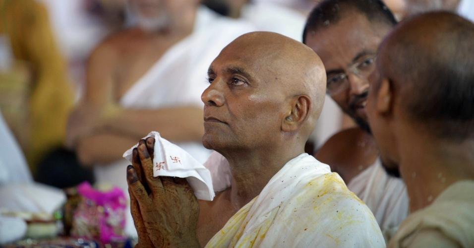 5.jun.2015 - Um dos homens mais ricos da Índia renunciou a sua fortuna para seguir uma vida espiritual de total austeridade. Bhanwarlal Doshi, que criou um império do plástico avaliado em US$ 600 milhões (R$ 1,8 bilhão) pela revista Forbes, tornou-se monge do jainismo, uma das religiões mais rigorosas e tradicionais da Ásia