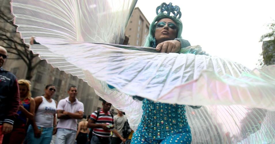 7.jun.2015 - A 19ª edição da Parada Gay de São Paulo lota a região da avenida Paulista, no centro da capital, na manhã deste domingo (6). O tema deste ano é: