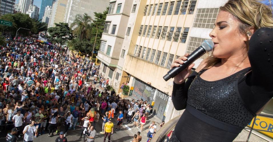 7.jun.2015 - A cantora Wanessa Camargo se apresenta durante a 19ª Parada do Orgulho LGBT (Lésbicas, Gays, Bissexuais, Travestis e Transexuais) na Avenida Paulista em São Paulo, SP, neste domingo (7)