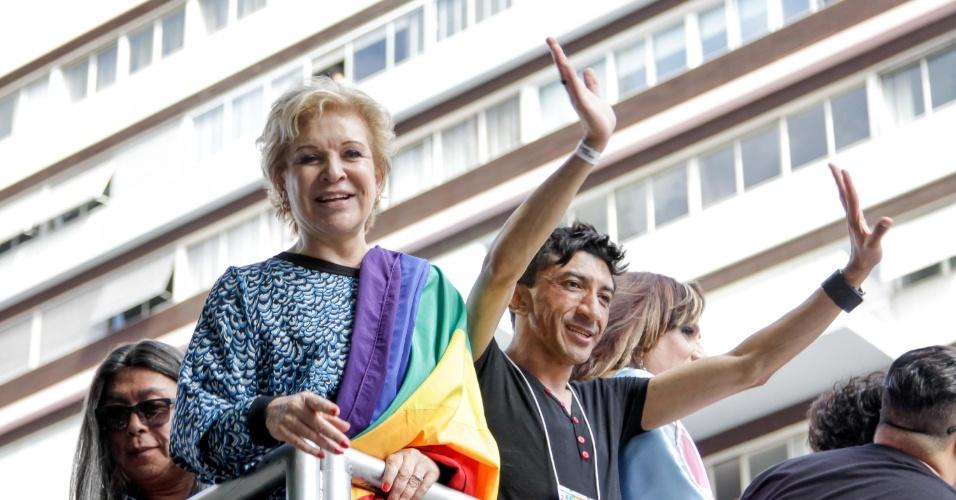 7.jun.2015 - Marta Suplicy participa da a 19ª Parada do Orgulho LGBT (Lésbicas, Gays, Bissexuais, Travestis e Transexuais) na Avenida Paulista em São Paulo (SP) neste domingo (7)
