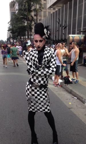 7.jun.2015 - Muitos participantes da 19ª edição da Parada Gay de São Paulo, que acontece neste domingo (7), no centro da capital paulista, ousaram nas fantasias. A foto foi enviada pelo internauta Gustavo Bonotto Miguel para o WhatsApp do UOL (11) 97500 1925