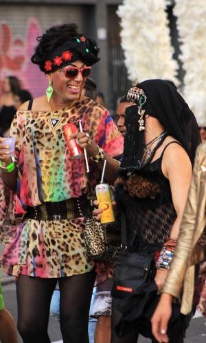 7.jun.2015 - Participantes da 19ª edição da Parada Gay de São Paulo, que acontece neste domingo, no centro da capital paulista, ousaram nas fantasias. A foto foi enviada pelo internauta Gustavo Bonotto Miguel para o WhatsApp do UOL (11) 97500-1925