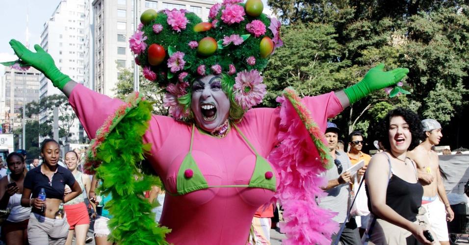 7.jun.2015 - Participantes ousaram nas fantasias na 19ª edição da Parada Gay de São Paulo, que acontece neste domingo, na avenida Paulista, região central de São Paulo
