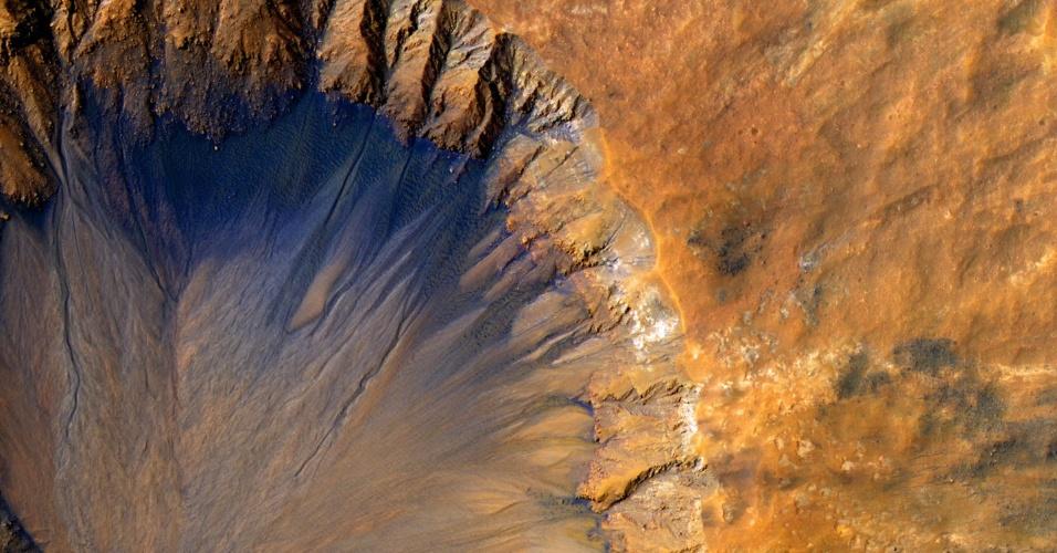8.jun.2015 - Imagem divulgada pela Nasa (agência espacial norte-americana) registra um close up de uma cratera de impacto