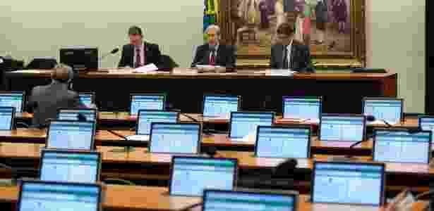 Sessão da CPI da Petrobras fica vazia após o feriado. Na tarde desta segunda-feira (8), os depoimentos ouvem sete funcionários da estatal com participação nas obras da refinaria Abreu e Lima - Ed Ferreira/Folhapress