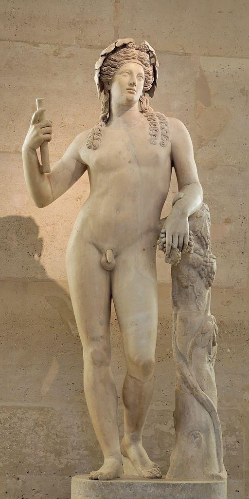 Estátua romana do século II representando o deus grego Dioniso de acordo com um modelo helenístico, exposta no Louvre.