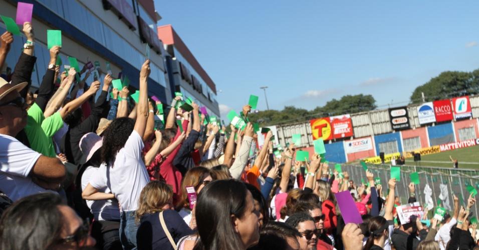 9.jun.2015 - Professores decidem encerrar a greve da categoria no Paraná. O reajuste inicial será de 3,45% e será pago em outubro. O acordo ainda prevê um plano de reajuste até 2018