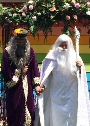 Dumbledore e Gandalf se casam em Topeka, no Kansas, nos Estados Unidos - Reprodução/Twitter/saruhli