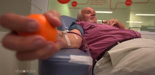 O australiano James Harrison, 78, já salvou a vida de aproximadamente 2 milhões de recém-nascidos