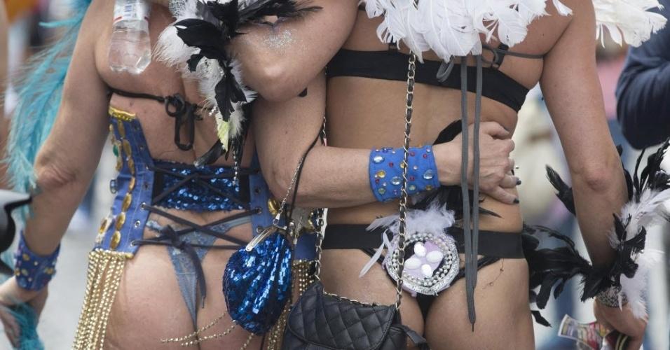 13.jun.2015 - Casal participa de Parada Gay em Roma, na Itália