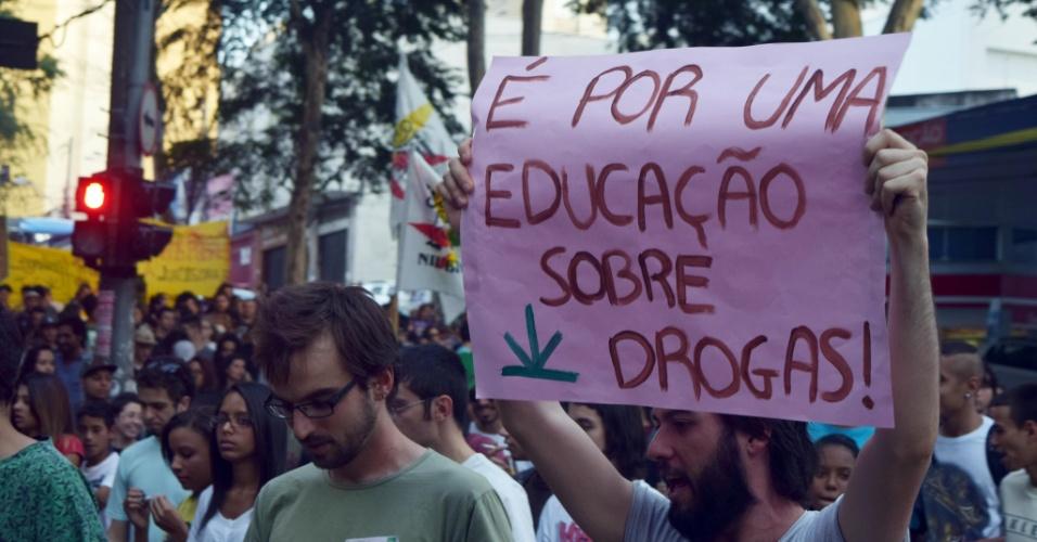 13.jun.2015 - Manifestantes realizam passeata em prol da legalização da maconha, em Campinas (SP)