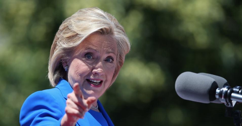 A democrata Hillary Clinton discursa em comício do lançamento oficial de sua campanha à presidência dos Estados Unidos, em Roosevelt Island,  em Nova York