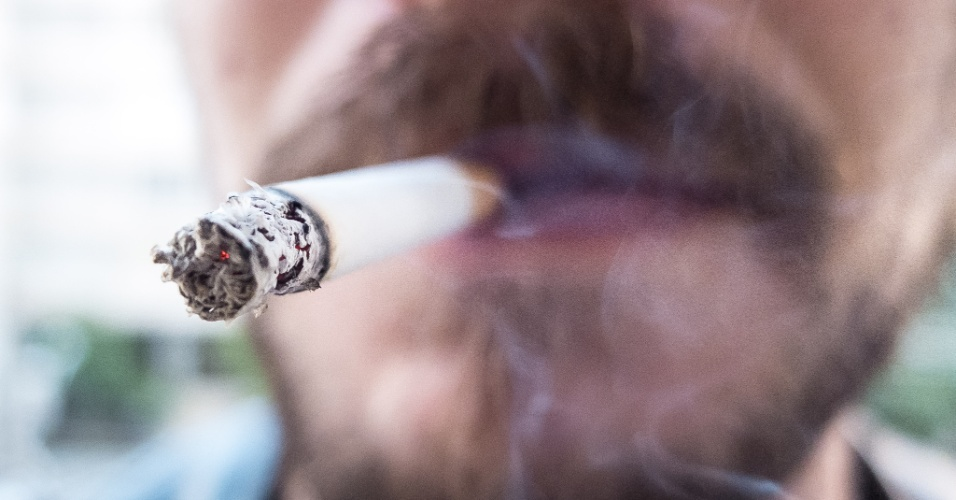 30.mai.2014 - Segundo pesquisa, 87% dos fumantes brasileiros se arrepende de ter começado a fumar