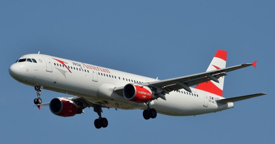 """13º LUGAR ? AUSTRIAN AIRLINES ? A empresa austríaca saltou da 21ª posição em 2014 para a 13ª em 2015, de acordo com o ranking o """"Oscar"""" da aviação (Skytrax World Airline Awards)"""