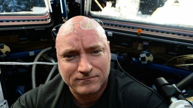 16.jun.2015 - Astronauta americano Scott Kelly se propôs a encontrar 'lugar mais azul do planeta' e publicou foto do lago Cuo Womo, também chamado de Co Ogma ou simplesmente lago Womo