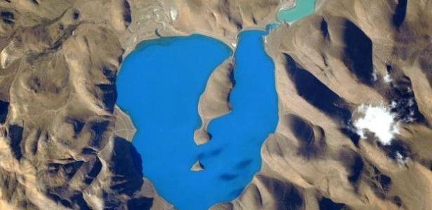 Foto do lago Cuo Womo, tirada a 400 quilômetros de altura - Divulgação/Nasa