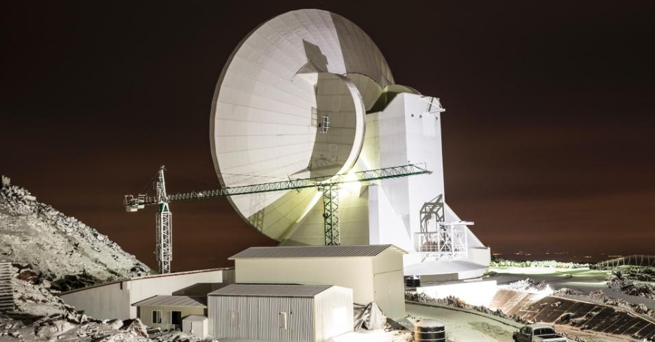 16.jun.2015 - O Grande Telescópio Milimétrico, que coleta dados de buracos negros, no Parque Nacional Pico De Orizaba, no México. O equipamento fica no topo do vulcão Sierra Negra e, conectado a outros telescópios, deve fotografar um buraco negro pela primeira vez