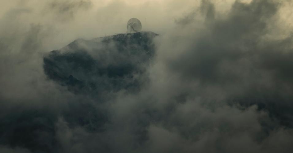 16.jun.2015 - O Grande Telescópio Milimétrico, que coleta dados de buracos negros, no Parque Nacional Pico De Orizaba, no México. O equipamento fica no topo do vulcão Sierra Negra e, conectado a outros telescópios, deve fotografar um buraco negro