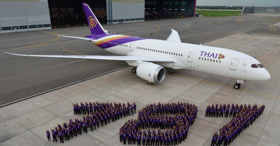 """19º LUGAR: THAI AIRWAYS - A empresa tailandesa ficou caiu para a 19º no ranking de melhores aéreas do mundo em 2015, segundo o """"Oscar"""" da aviação (Skytrax World Airline Awards). Em 2014, a companhia ficou com a 14ª posição"""