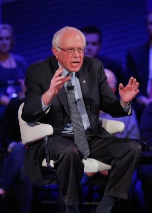 O pré-candidato democrata à eleição americana Bernie Sanders participa de debate na rede de TV CNN