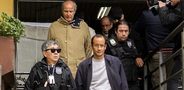 O empreiteiro Marcelo Odebrecht (centro) está detido em Curitiba desde 19 de junho de 2015