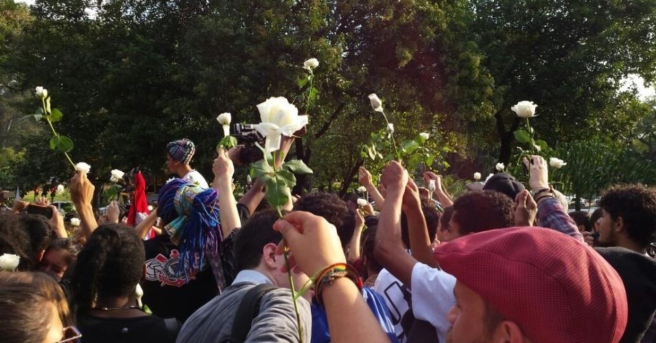 6.mai.2016 - Estudantes deixam a Alesp em cumprimento da reintegração de posse do prédio; eles estavam lá desde o dia 3 e protestavam pela instauração da CPI da merenda
