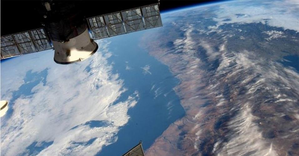 10.jun.2016 - O astronauta americano Jeff Williams, da Nasa (agência espacial americana), compartilhou em sua página no Facebook imagens de diferentes pontos da Terra registradas por ele da Estação Espacial Internacional. ?Sinto como se essa foto valesse 1 mil palavras. Flutuando em silêncio sobre os Andes da Estação Espacial Internacional?, escreveu ele