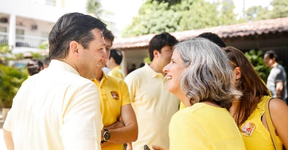 02.out.2016 - Geraldo Julio (PSB) recebe apoio de Renata Campos, viúva do ex-governador de Pernambuco Eduardo Campos, no dia da votação de primeiro turno para a prefeitura do Recife