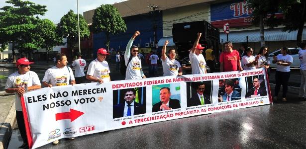 Em João Pessoa (PB), trabalhadores paralisam vários pontos da cidade - Josemar Gonçalves/Tripé Fotografia/Estadão Conteúdo
