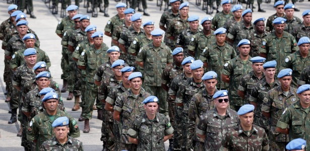 21.out.2017 - O Ministério da Defesa homenageou, no Rio, militares que participaram da missão de paz no Haiti