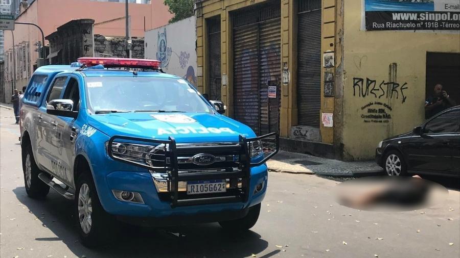 Disparos foram feitos após suspeito ter algemas retiradas para assinar boletim de ocorrência - Gabriel Sabóia / UOL