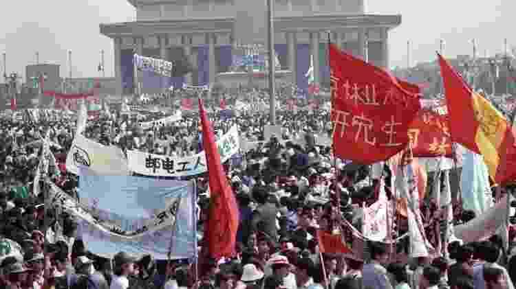 O Partido Comunista se dividiu em relação a como deveria responder às manifestações - Reuters - Reuters