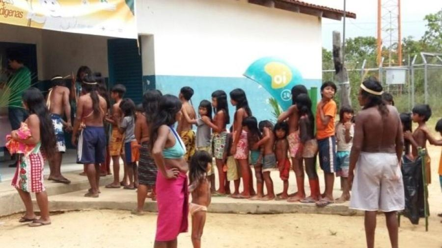 Fila para vacinação de crianças indígenas no Distrito Sanitário Especial Indígena (DSEI) Tocantins - Ministério da Saúde