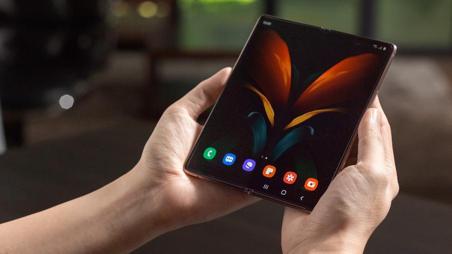 Galaxy Z Fold 2 tem tela interna do tamanho de um tablet - Divulgação