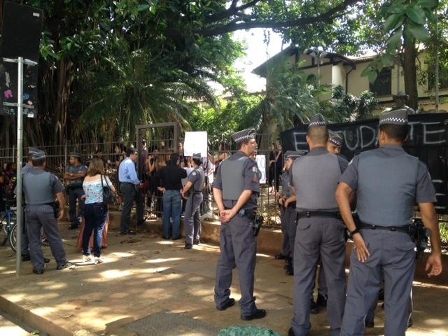 Alunos decidem ocupar escola estadual em SP contra reorganização escolar, Escola Estadual Fernão Dias, Pinheiros