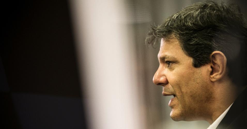"""19.fev.2016 - Fernando Haddad (PT) vê com naturalidade a sua relação com o ex-presidente Fernando Henrique Cardoso (PSDB). """"Temos debates de ideias"""""""
