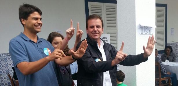O deputado federal Pedro Paulo (à esq.) e o prefeito Eduardo Paes, em 2016 - Constança Rezende/ Estadão Conteúdo