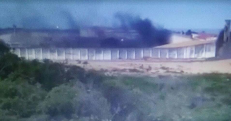 14.jan.2016 - Presos da Penitenciária Estadual de Alcaçuz, na região metropolitana de Natal (RN), fazem rebelião