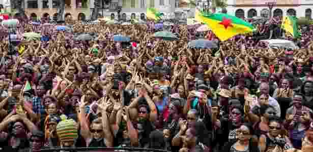 Multidão se manifesta em apoio à greve geral, em Caiena - jody amiet/AFP
