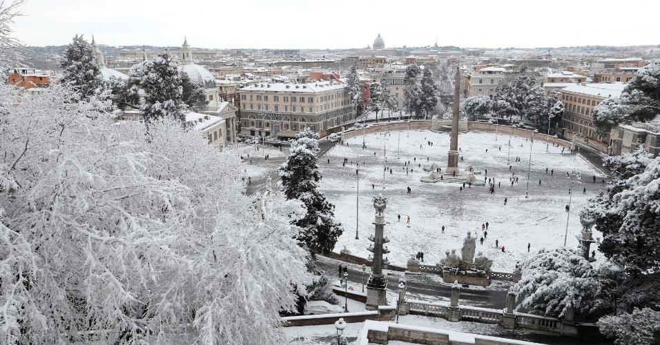 26.fev.2018 - Vista geral da Piazza del Popolo durante nevasca, em Roma, Itália