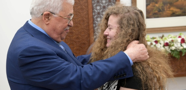 Mahmoud Abbas recebeu a adolescente palestina Ahed Tamimi - PPO/Reuters