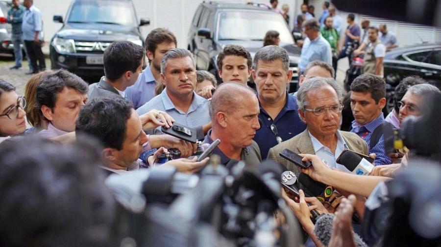 O deputado Onyx Lorenzoni (DEM-RS) concede entrevista ao lado do economista Paulo Guedes - Avener Prado/Folhapress