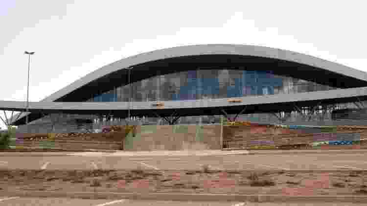 Fachada do Aeroporto Internacional de Nacala, em Moçambique, no final de 2017; obra foi financiada pelo BNDES, mas Moçambique parou de pagar - amanda Rossi/BBC News Brasil
