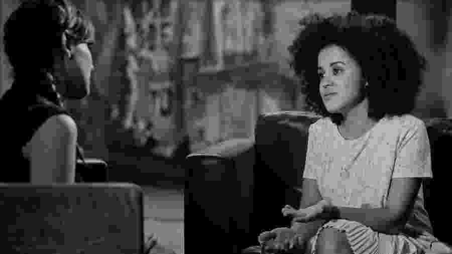 No vídeo, Gabriela (à esq.) e Blenda contam suas histórias sobre relacionamentos amorosos em que o uso de preservativos não era hábito - Divulgação
