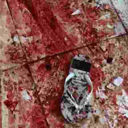 Chão da casa onde suspeitos foram mortos ficou ensanguentado - Reuters/BBC - Reuters/BBC